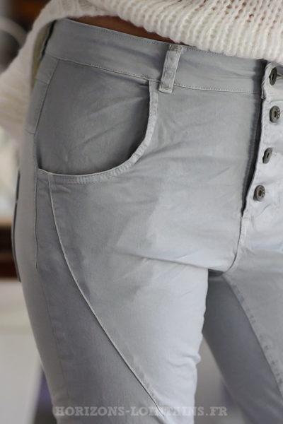 Pantalon-bi-matière-gris-clair-bleuté-confortable-look-femme-moderne
