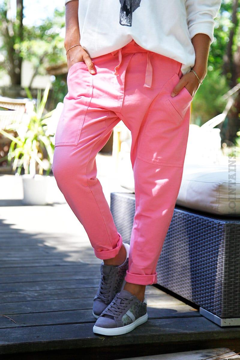 e131b269a9991 Pantalon de jogging urbain couleur rose à poches - Horizons Lointains