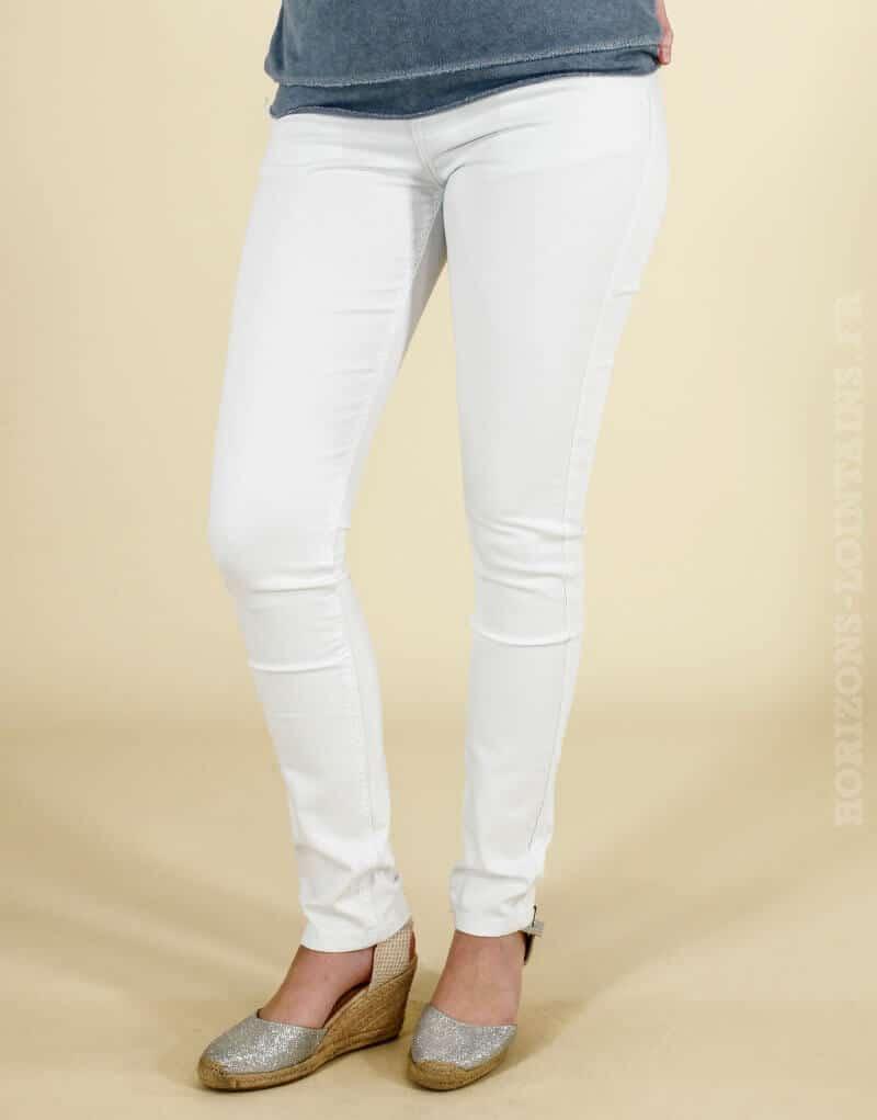 Jean blanc style décontracté avec poches