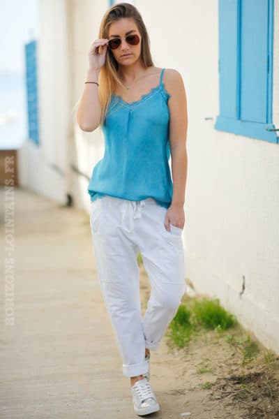 Jogging blanc femme style urbain look street wear