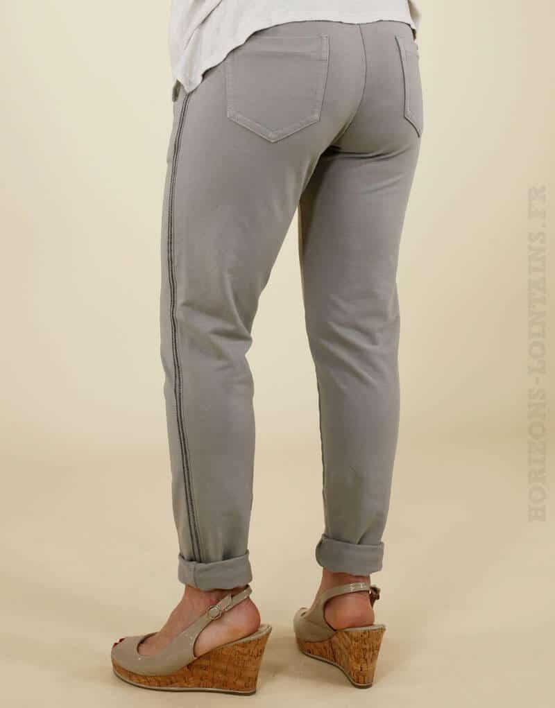 Jogging taupe avec un bande brillante sur le côté, poches zippées