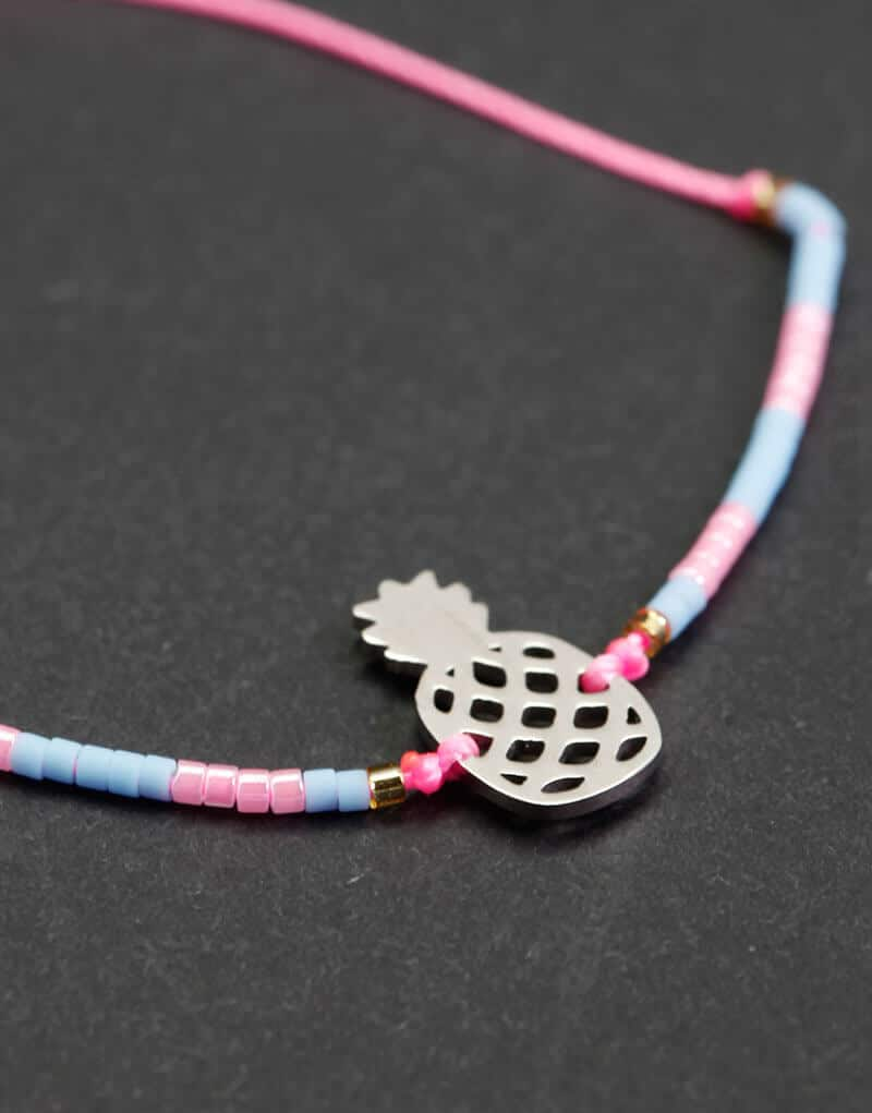 bracelet ananas argenté rose bleu detail