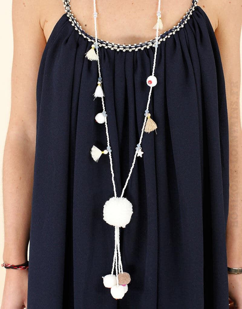 Collier perles et pompoms écru et beige, étoiles argentées