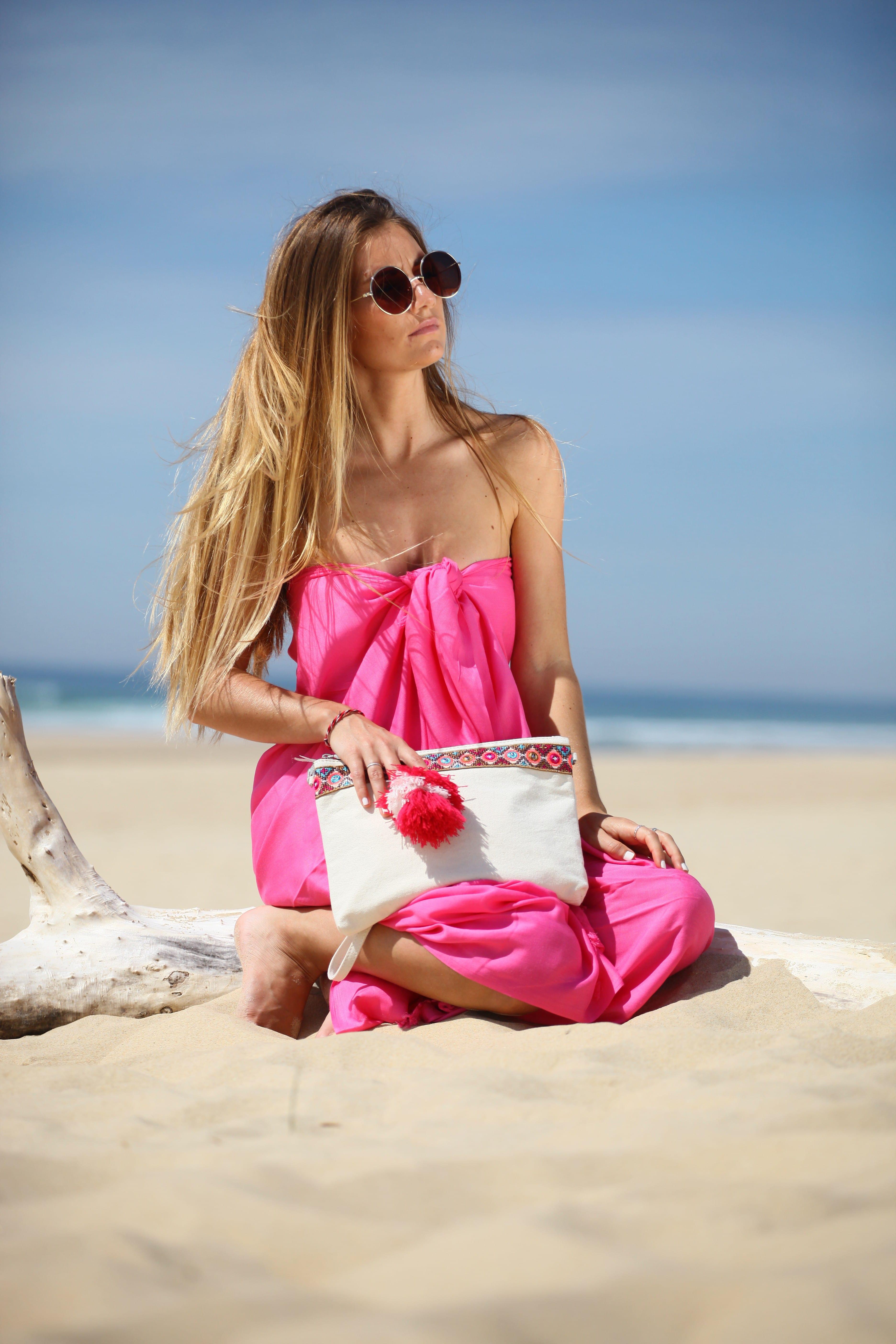 Paréo noué robe bustier rose franges