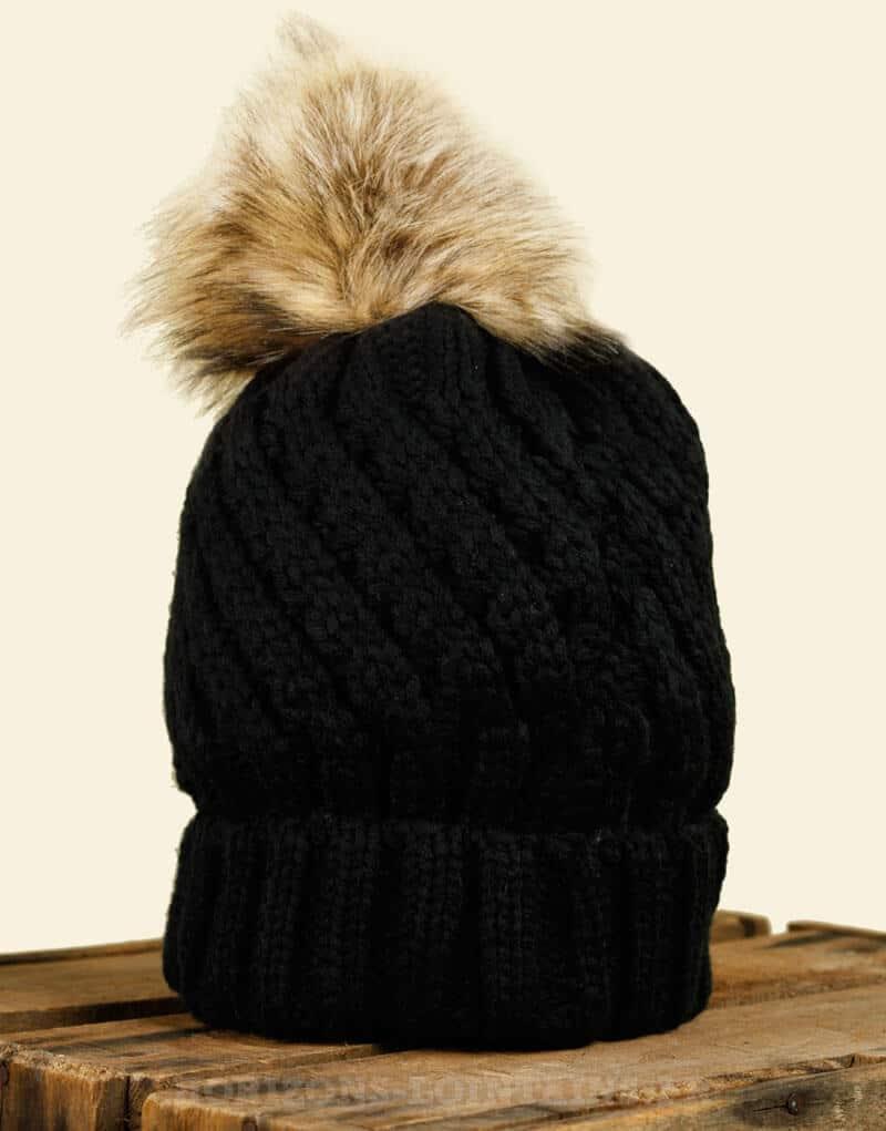 bonnet noir tricot int rieur fourr gros pompon en fausse fourrure horizons lointains. Black Bedroom Furniture Sets. Home Design Ideas
