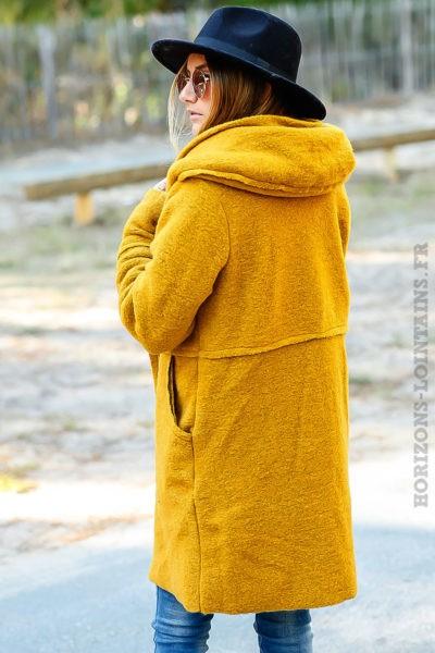manteau-jaune-moutarde-chaud-capuche-vêtement-femme-hiver-look-moderne-zoom-matière