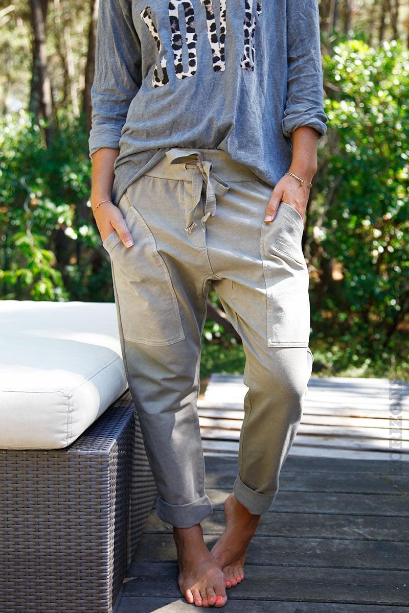 b7a8447a4bec8 Pantalon de jogging urbain couleur beige à poches - Horizons Lointains