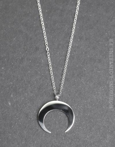 Collier acier pendentif petit croissant argenté