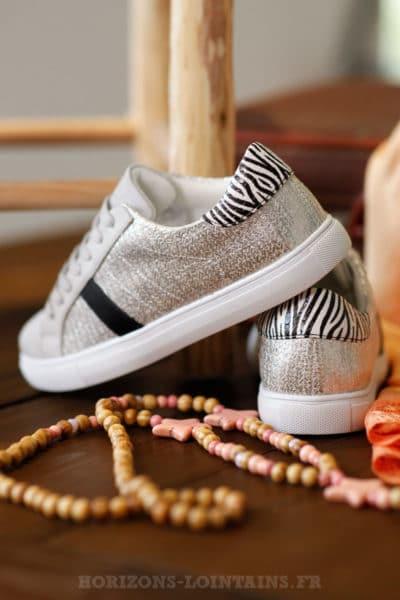 baskets grises argentées bande noire talon zébré