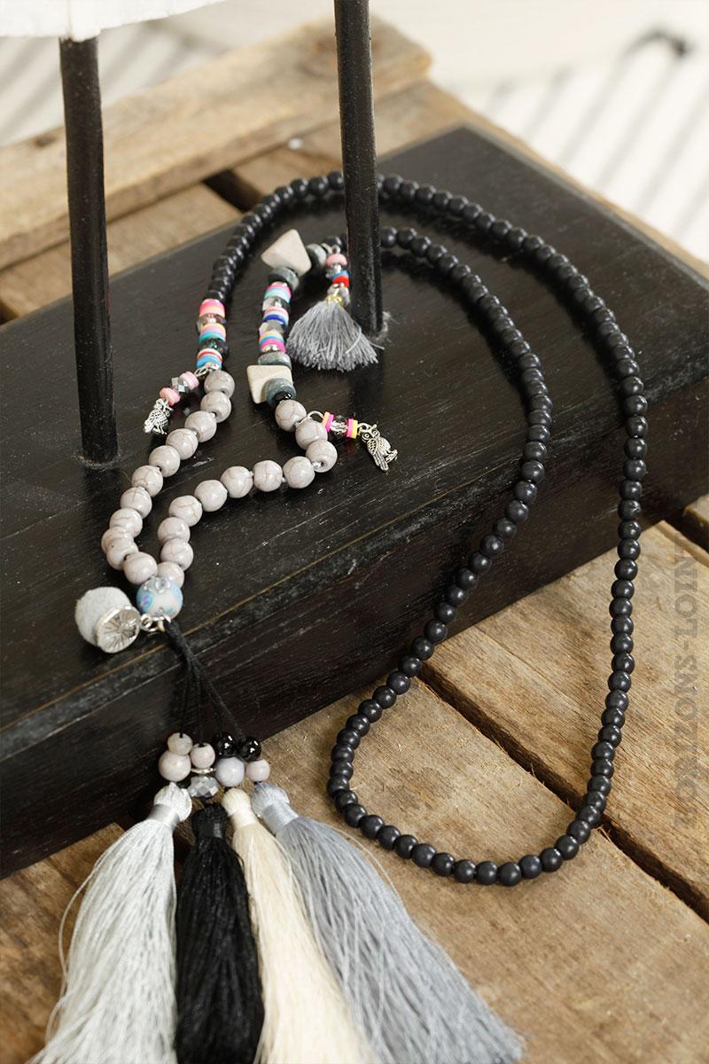 Collier perle noires trio pompons