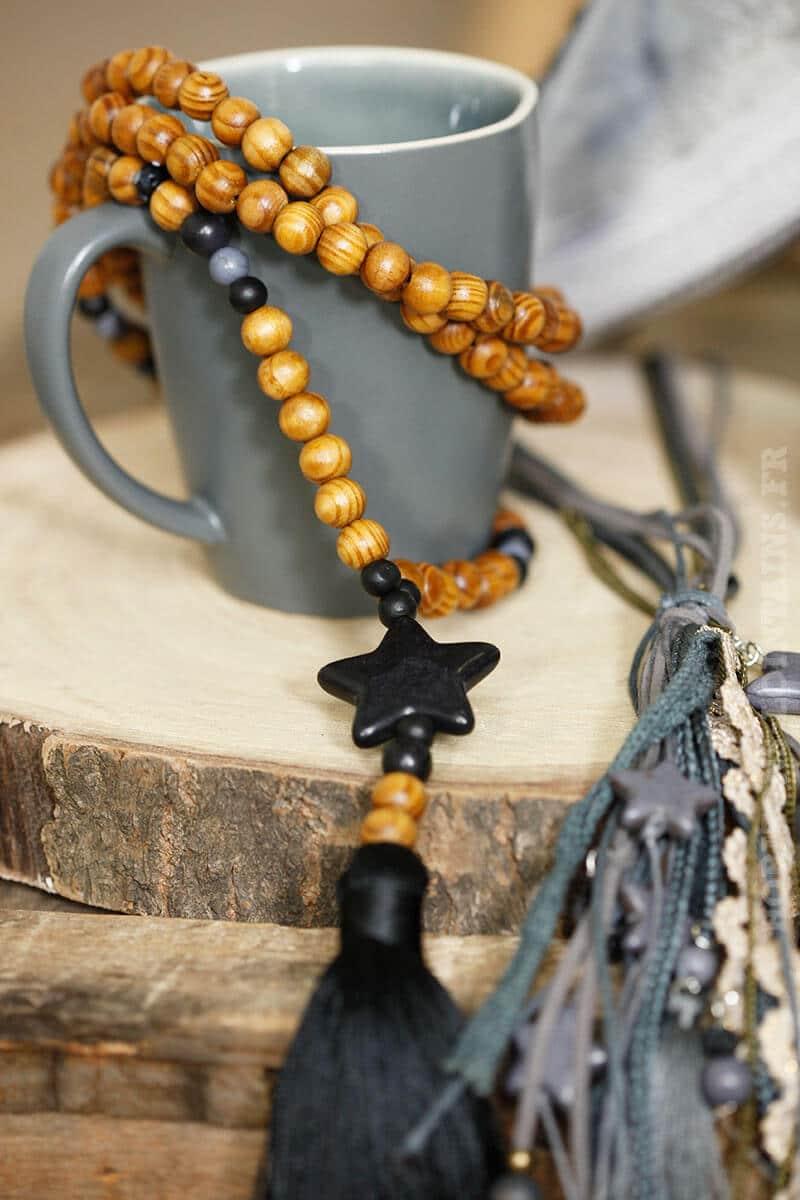 collier étoile pompons noir perles brillantes