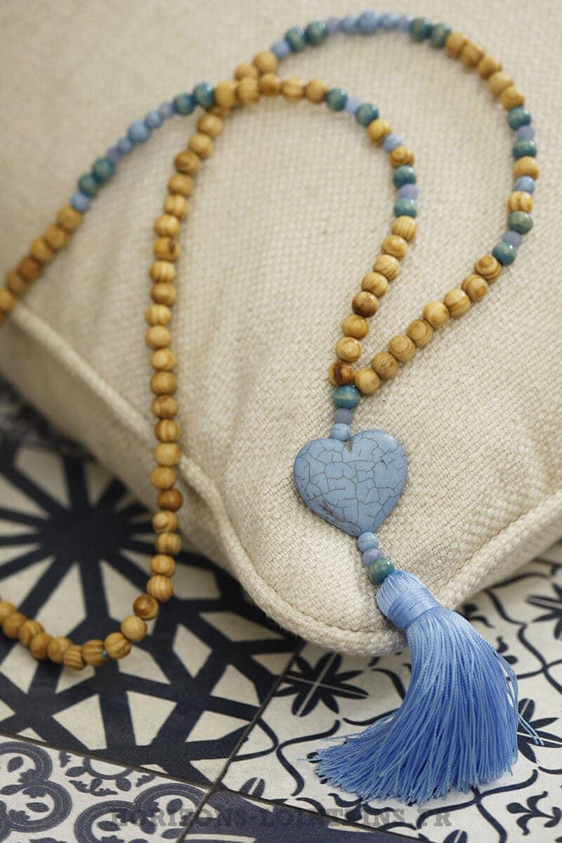 collier coeur effet marbre bleu clair pompon