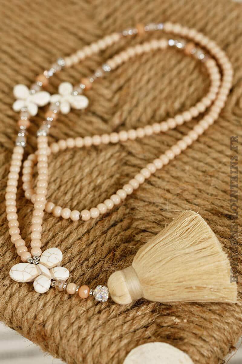 Collier perles de verre beiges papillon