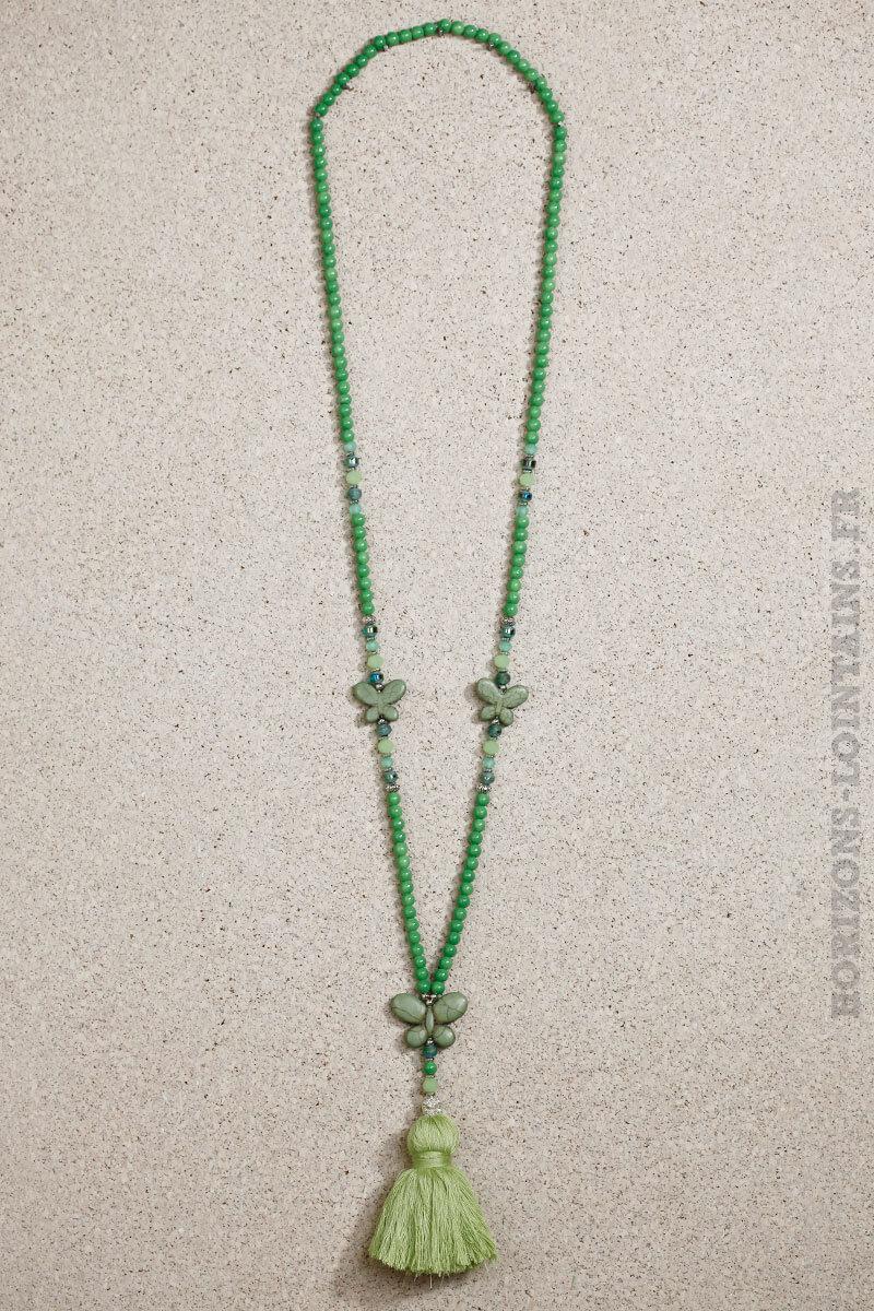 collier papillon pompon vert clair perles ertes look
