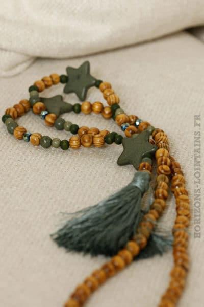 collier perles bois trois étoiles pompons kaki