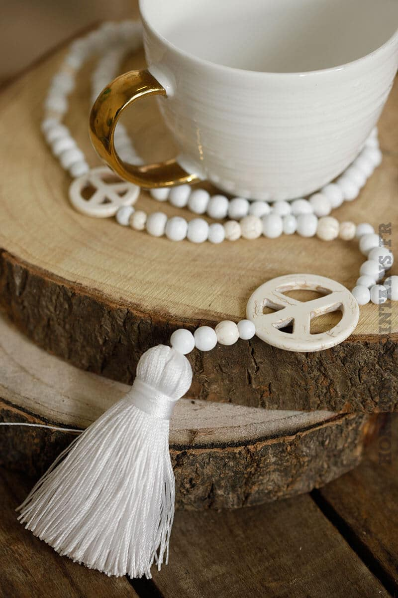 collier trois peace love faux marbre perles blanches pompons blanc