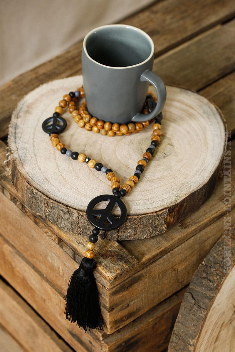 collier trois peace love perles pompons noir