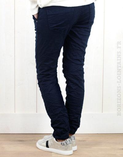 Pantalon bleu marine, ceinture lacet