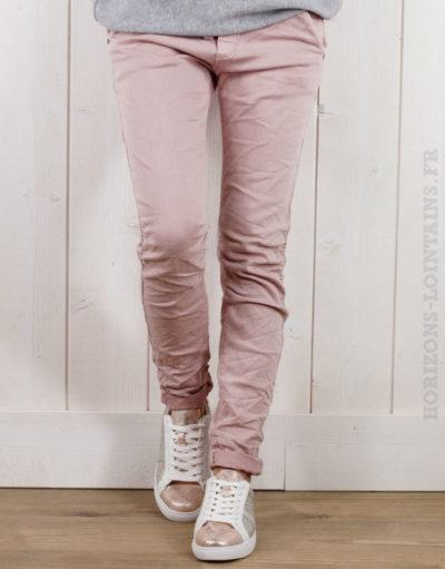 Pantalon rose poudré, ceinture lacet