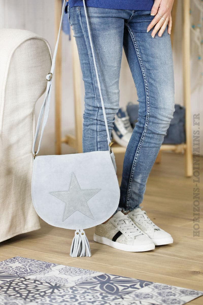 sac besace gris bleu clair rabat étoile croûte cuir