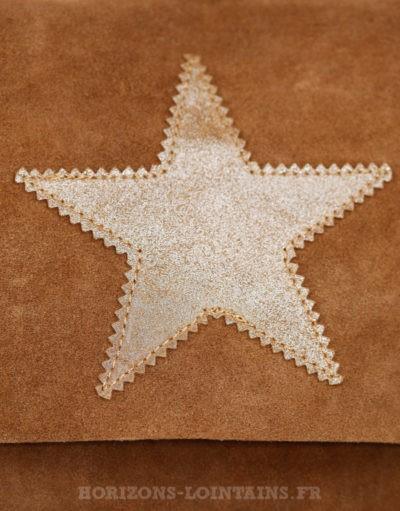 Sac à rabat camel, étoile, crôute de cuir