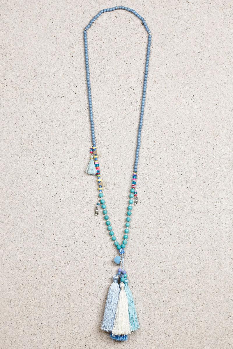 Collier perles turquoises trois pompons bleu écru
