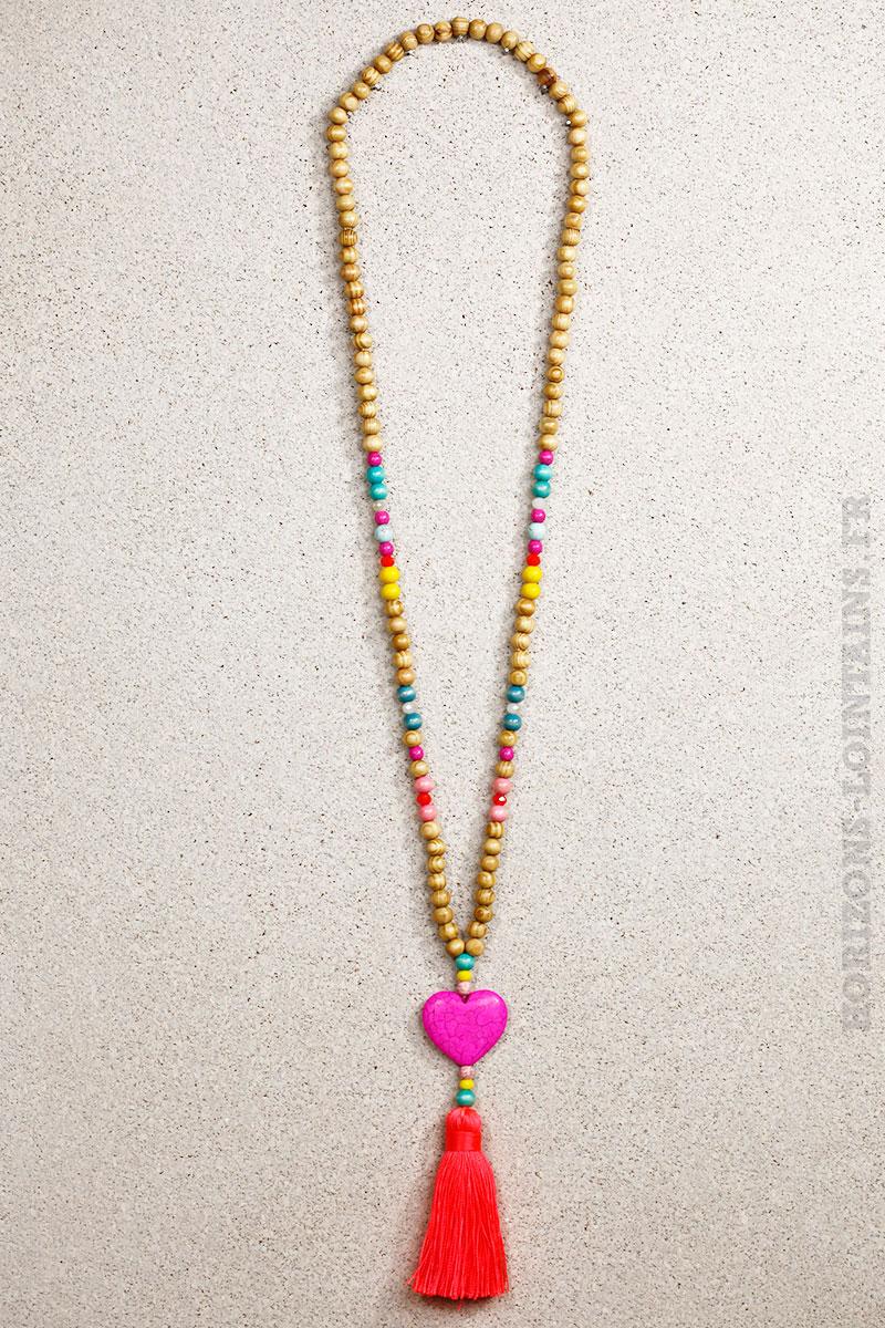 collier perles bois c ur rose fushia horizons lointains. Black Bedroom Furniture Sets. Home Design Ideas