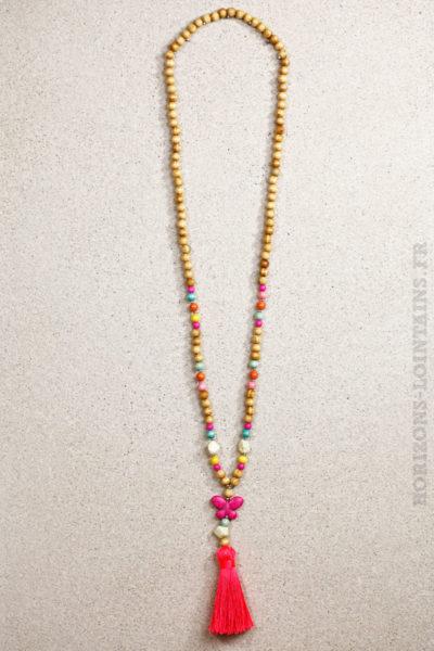 Collier perles bois papillon rose fluo
