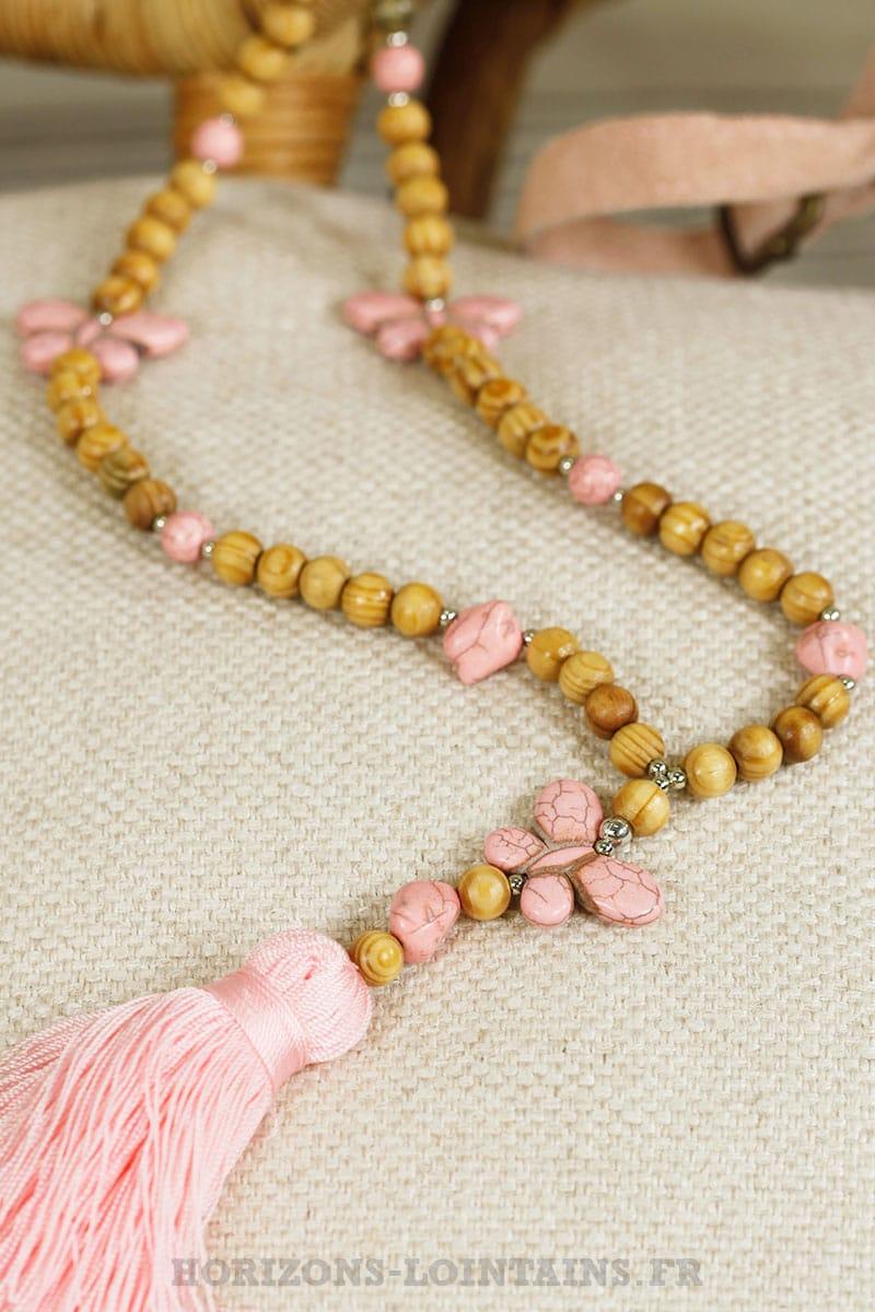collier perles en bois 3 papillons rose horizons lointains. Black Bedroom Furniture Sets. Home Design Ideas