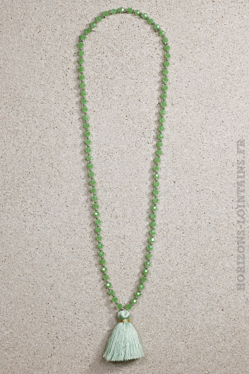 Collier perles facettes brillantes couleur jade pompon vert eau