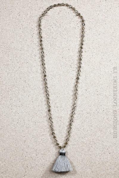 Collier perles facettes pompon gris argenté