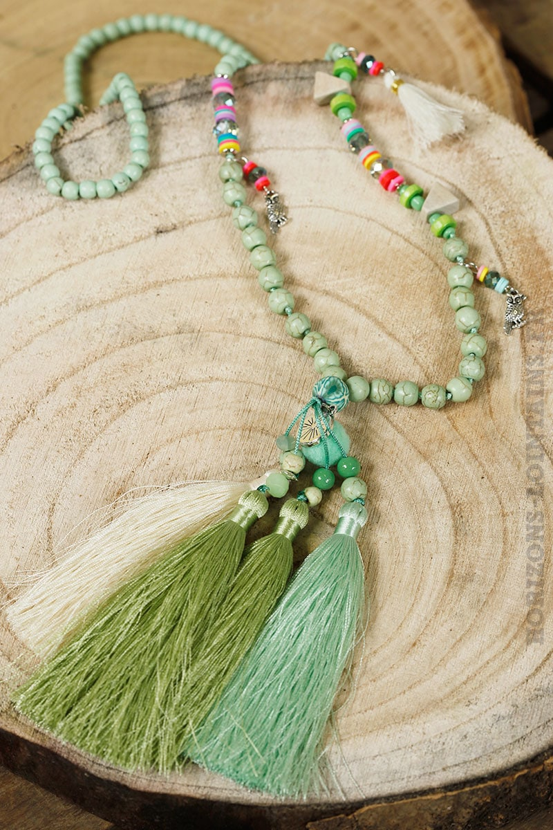 Collier perles vertes trio pompons vert