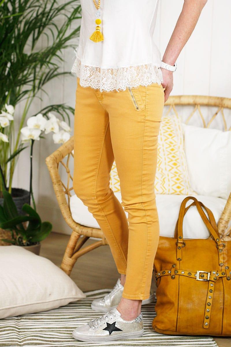Pantalon jaune moutarde coupe chino poches zippées