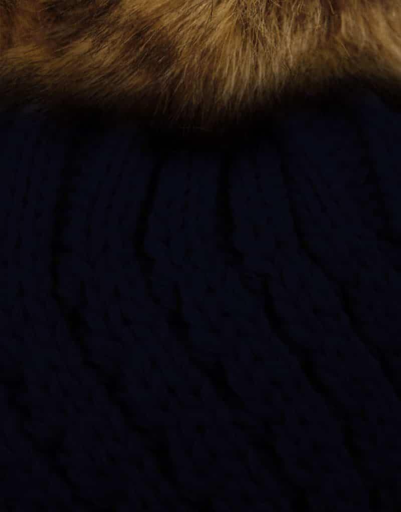bonnet tricot bleu marine pompons fausse fourrure.