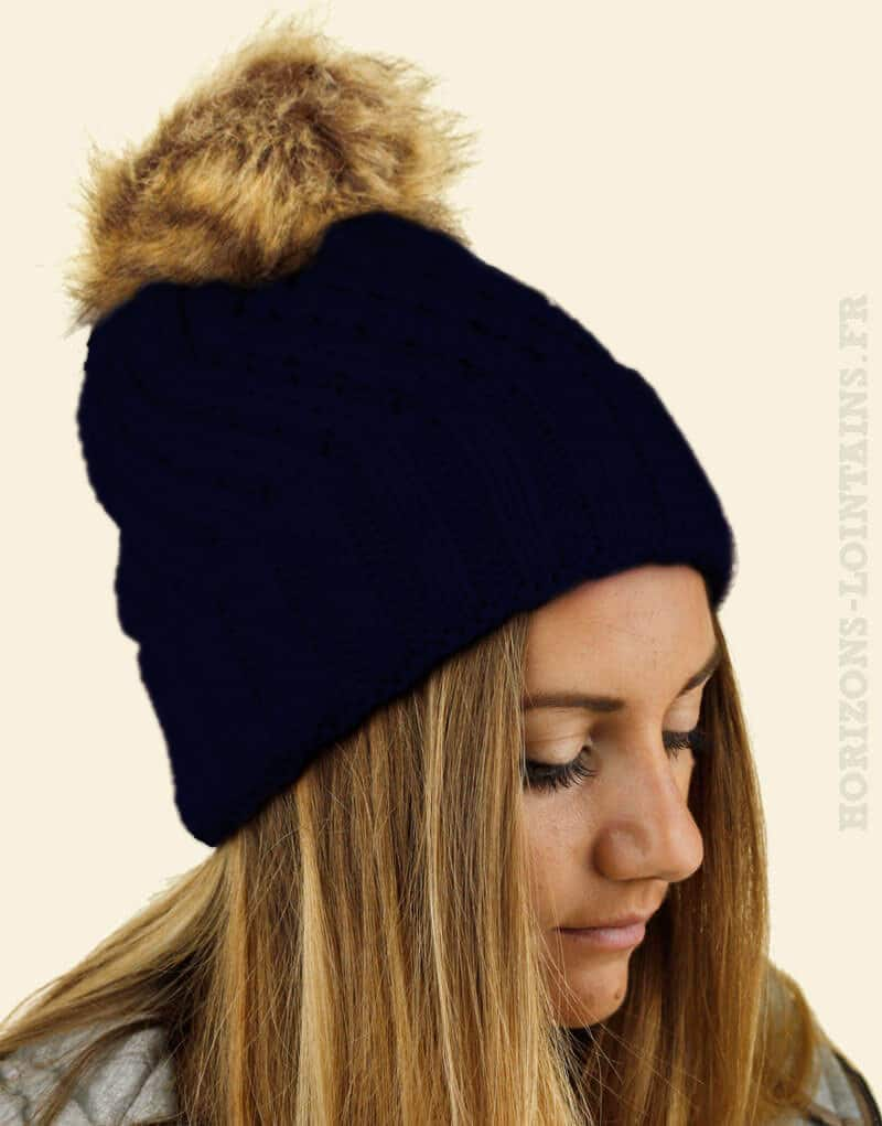 bonnet tricot bleu marine pompons fausse fourrure.jpg