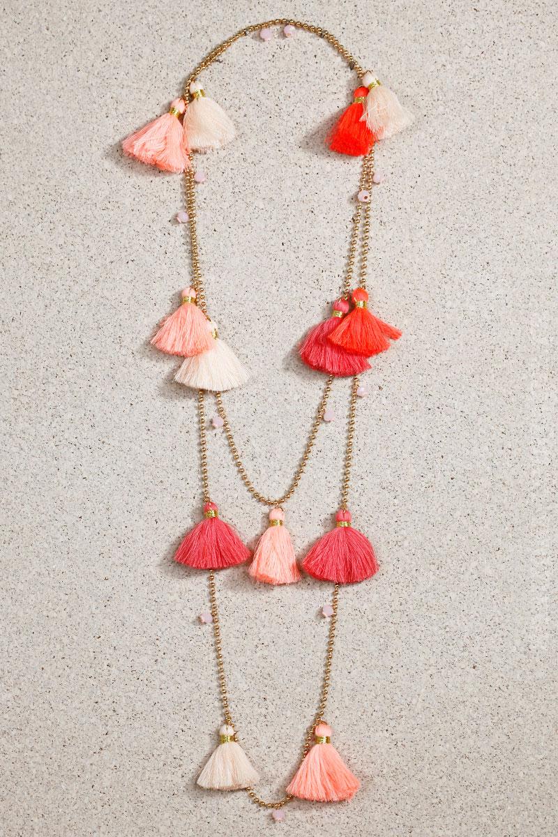 collier breloques pompons nuances écru rose rouge