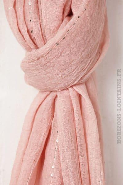 Écharpe rose poudré petits sequins