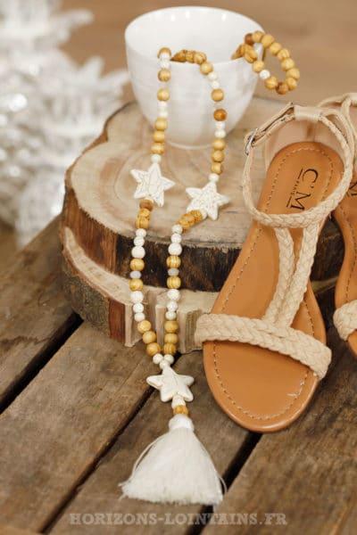 Collier perles bois beiges étoiles écrues