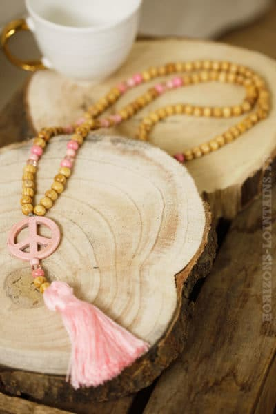 Collier sautoir perles de bois, peace'n'love rose