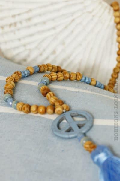 Collier perles bois peace'n'love bleu ciel