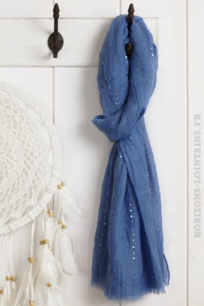 Écharpe bleu jean, petits sequins