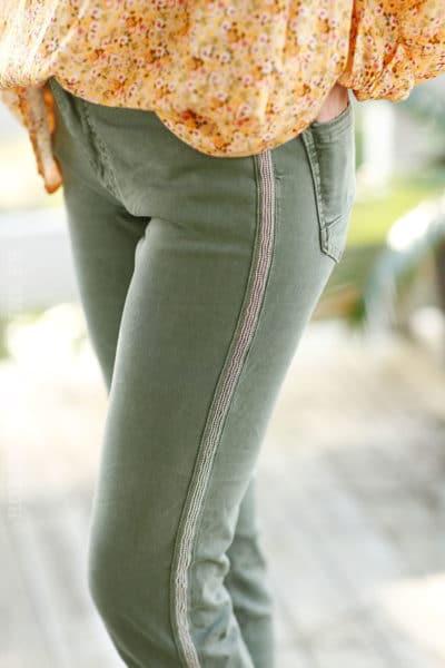 Jean-kaki-foncé-bandes-perlées-b07-stretch-confort