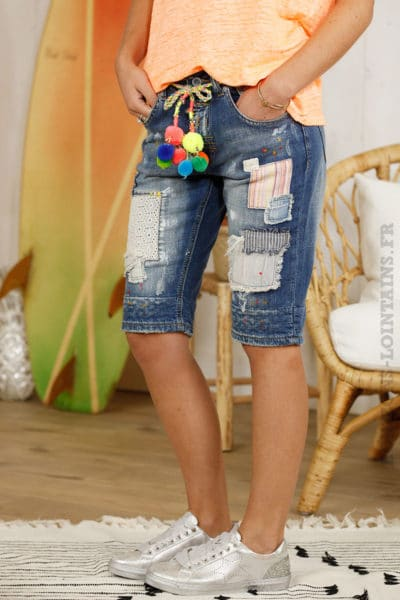 Short en jean, empiècements, ceinture pompons