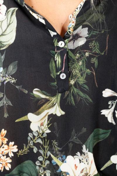 Blouse noire, imprimé fleuri