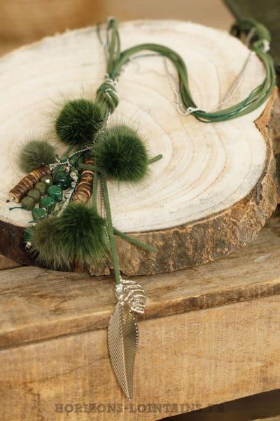 collier lacet kaki pompon fourrure breloques