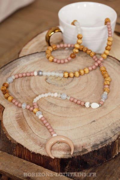 collier perles bois croissant lune corne rose poudré