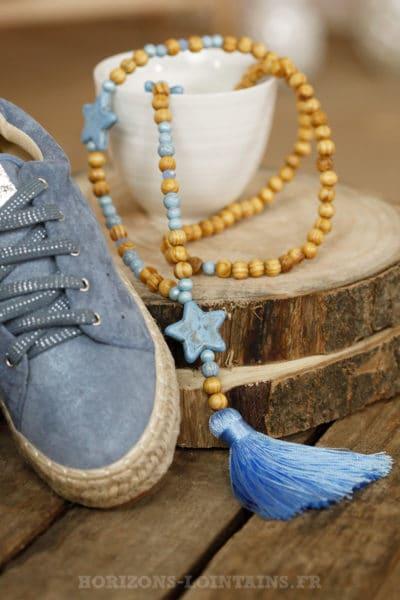 collier sautoir perles bois étoiles bleu clair