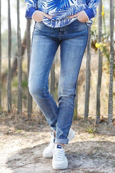 jean-bleu-délavage-moyen-bandes-perlées-brillante-pantalon-femme-moderne