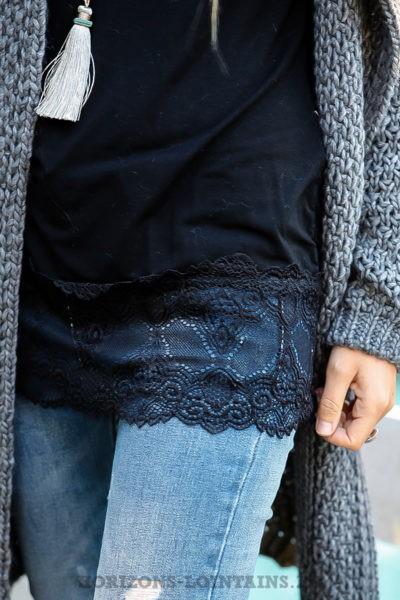 sous-pull-noir-détail-dentelle