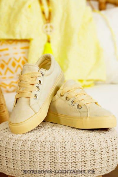 Baskets basses suédine jaune pastel gros lacets